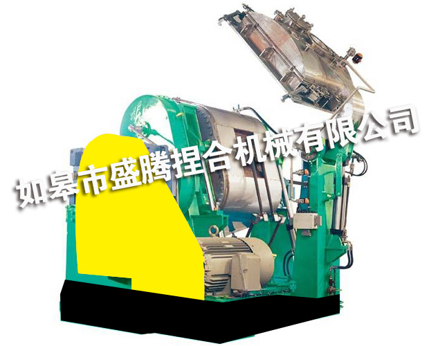 Vacuum kneader for rubber compound